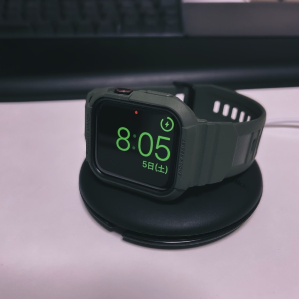 Apple Watchを充電スタンドに置いた状態